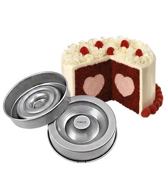 Backform Kuchen mit gefülltem Herz